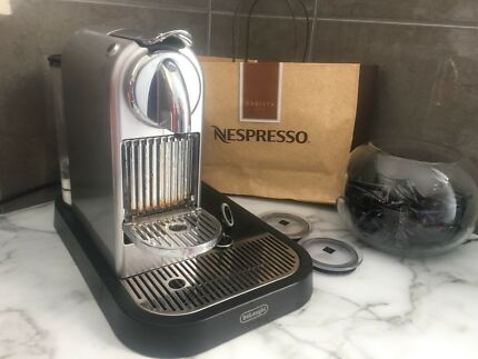 Nespresso Delonghi coffee machine with auto milk frother
