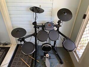 Dtronic Q-2plus Electric Drum Kit