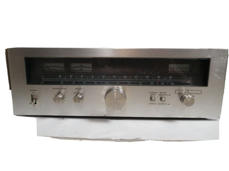 KENWOOD KT 8300  STEREO TUNER Powers on