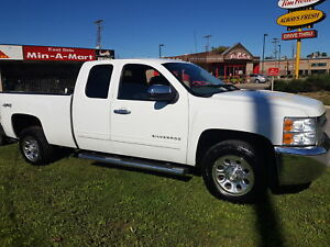 2013 Silverado 1500  EXTENDED CAB  4X4  NICE TRUCK