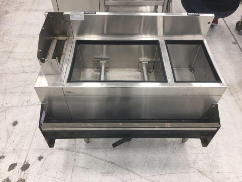 jockey box 3.5 ft x 2 ft. Stainless steel. Glas tender. With speed rail/drain.