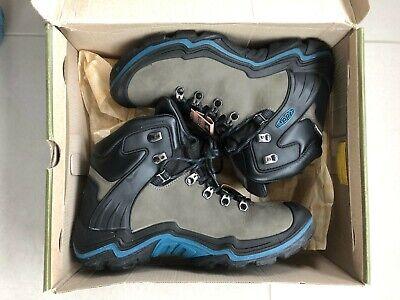Keen Madeira Peak Mid WP Walking Boot Magnet/Ink Blue Women's size 8 UK