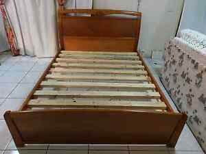Free deliver excellent condition queen bed frame Eastgardens Botany Bay Area Preview