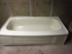 "60"" tub excellent shape $150 OBO"