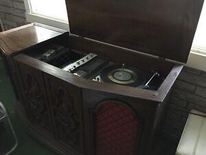 RCA stereo turntable/radio