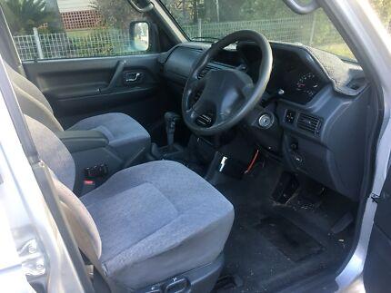 1999 Mitsubishi Pajero escape
