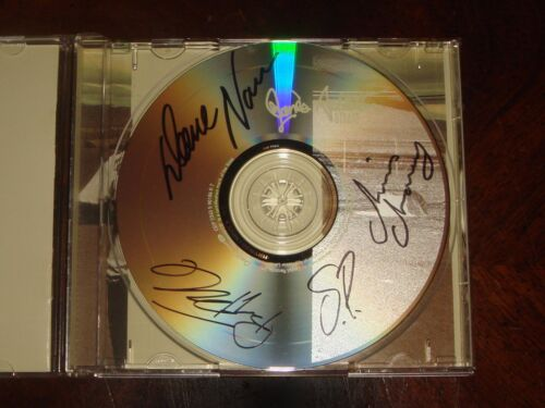 """JANES ADDICTION CONCERT MEMORABILIA 2003 """"Strays"""" CD Signed by all 4 bandmembers"""
