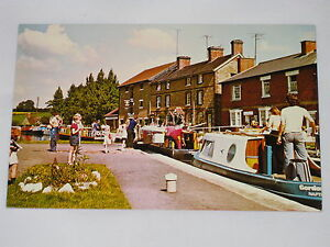 VINTAGE-The-Lock-Stoke-Bruerne-Postcard-The-Grand-Union-Canal-Britain