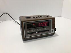 Vintage General Electric Wood Grain Digital Alarm Clock AM/FM Radio GE 7-4601A