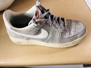 Air force one 1 SUEDE. LETTING GO