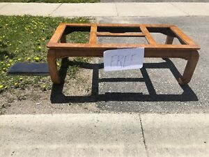 Free Coffee Table great condition, curb side Nathan Cres. Barrie