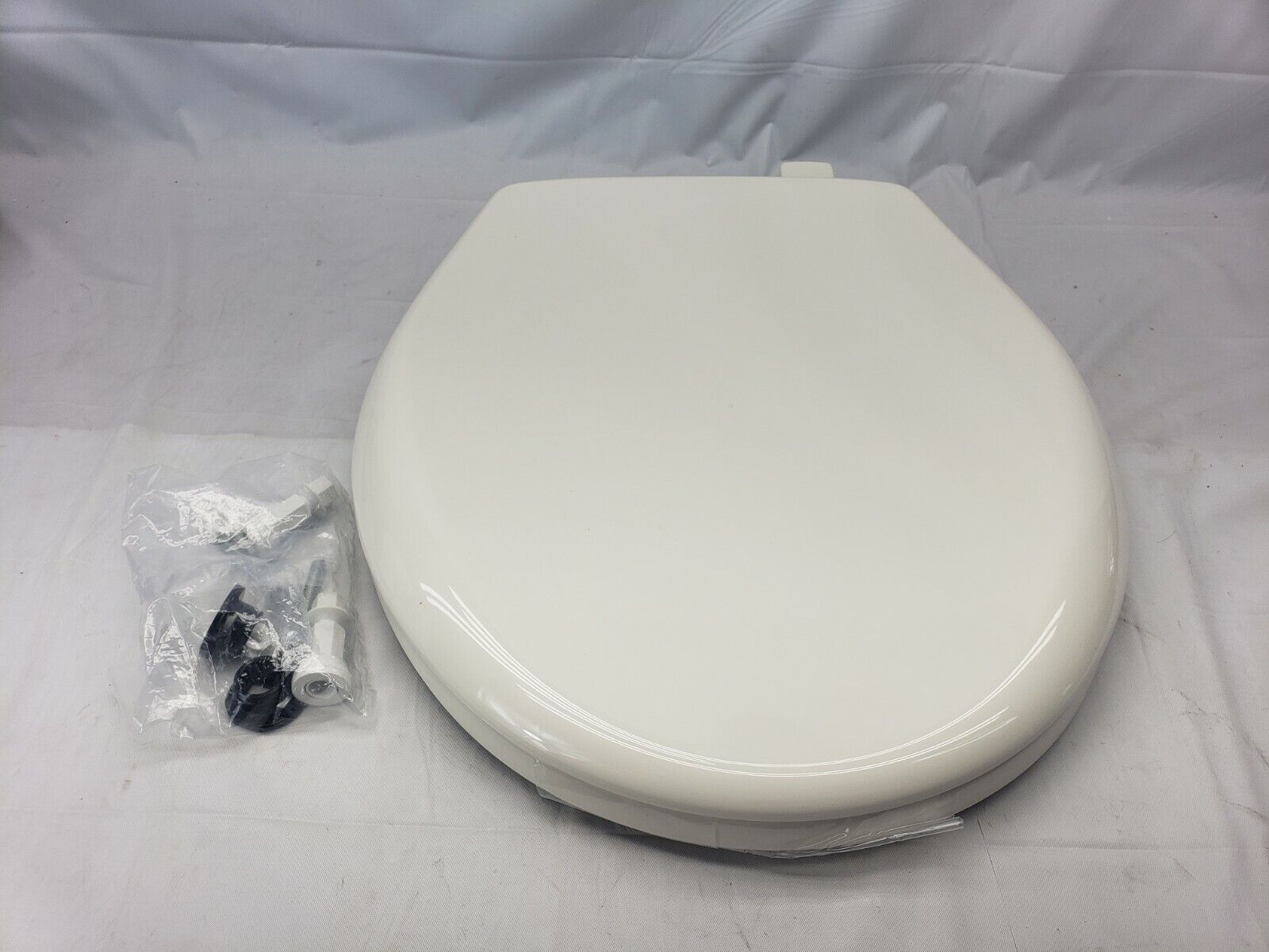 Church Plastic Round Slow-Close Toilet Seat Biscuit 7202SLOW