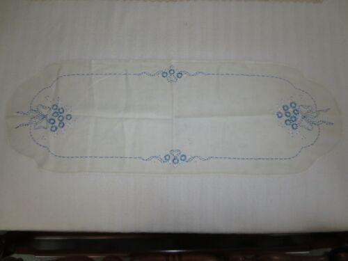 """Vtg. BLUE DAISIES & BLUE BOW on WHITE Linen DRESSER SCARF - 14"""" x 41"""""""