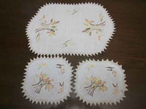 VINTAGE HAND EMBROIDERED WHEAT HARVEST DUCHESS SET
