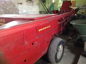 New Holland 316 square baler with 2 wagons