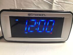 Emerson SmartSet CKS9031 digital dual alarm clock AM/FM RADIO, blue LED display