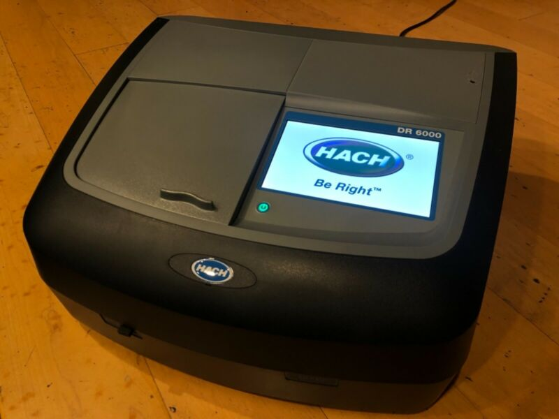Hach DR6000 Spectrophotometer w/ RFID Technology