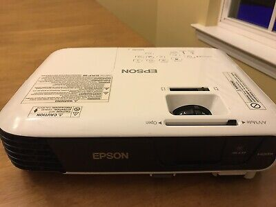 Epson H720A / EX5240 Powerlite 1224 3LCD Projector 3200 Lumens - USED