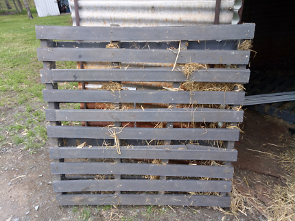 3 no rottable Pallets