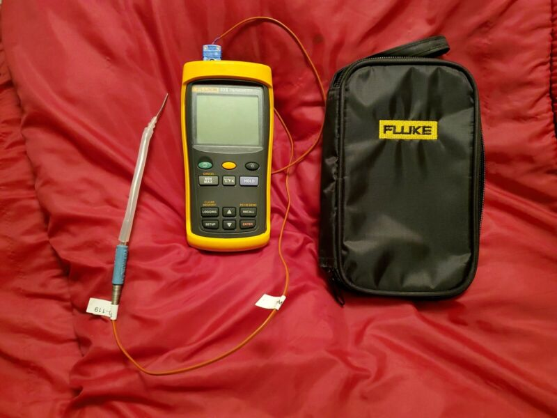 FLUKE 53 - 2 THERMOMETER with new fluke soft case and omega t cp+ co_ probe