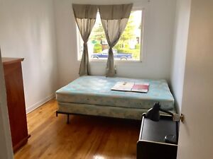 Room for Rent/ Chambre aˋ louer