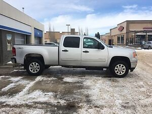 2014 GMC SLE 3500 Duramax (low km)