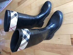 Burberry boots lightly used size 10