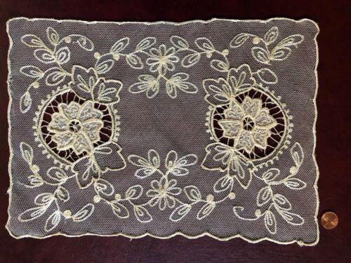 VINTAGE lace Centerpiece floral embroidered and appliqué net