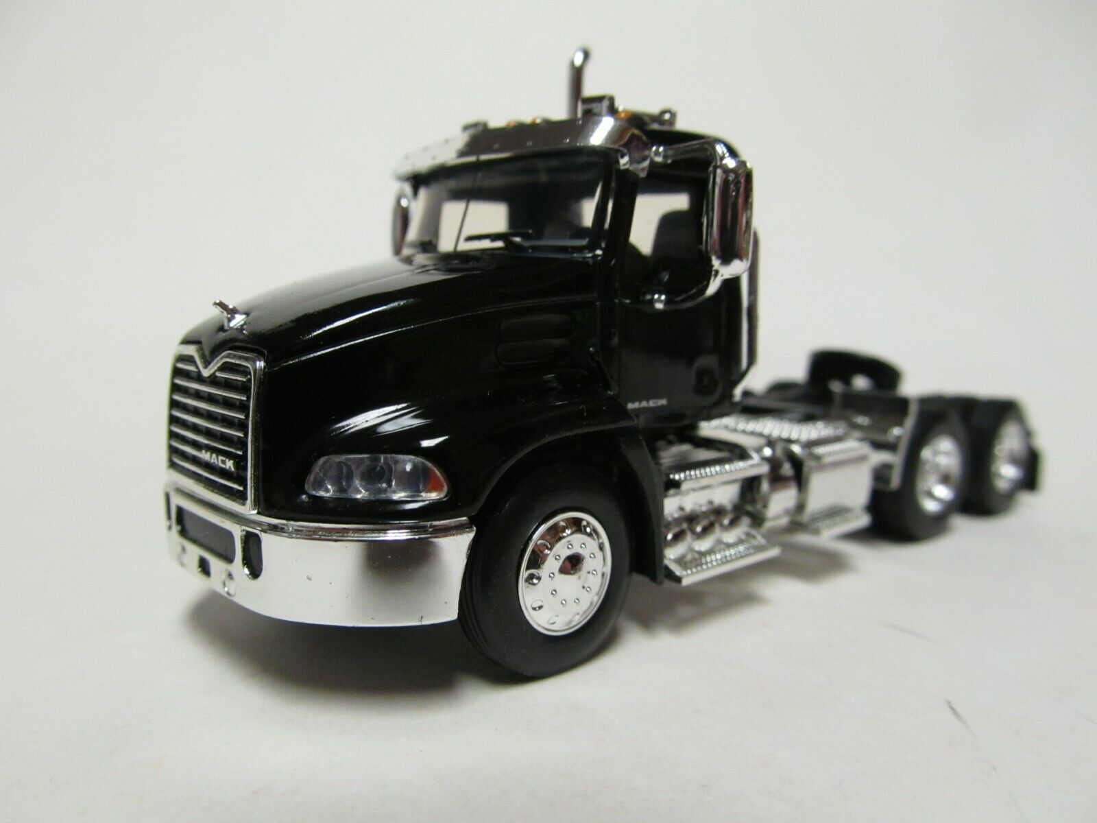 FIRST GEAR / DCP 1/64 SCALE  MACK PINNACLE DAY CAB, BLACK, BLACK FRAME