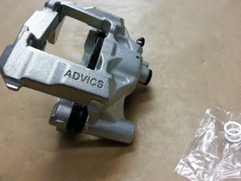 Genuine OEM Lexus IS220D/IS250 N/S Passenger Side Rear Brake Caliper