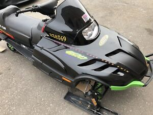 1998 Arctic Cat ZR 600 EFI.. Must See!! Low miles !!!