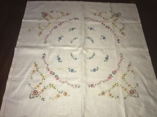 """VINTAGE MADEIRA HAND EMBROIDERED  TABLECLOTH 33 X 33""""  LOT 231"""