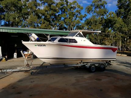 Chivers Sea Master 21ft half cabin V8