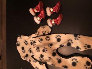 Manteau/pyjama et bottes neuves pour chien