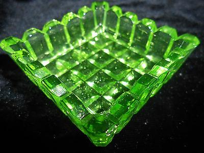 Green Vaseline Uranium glass Square pattern salt dip cellar celt yellow / canary