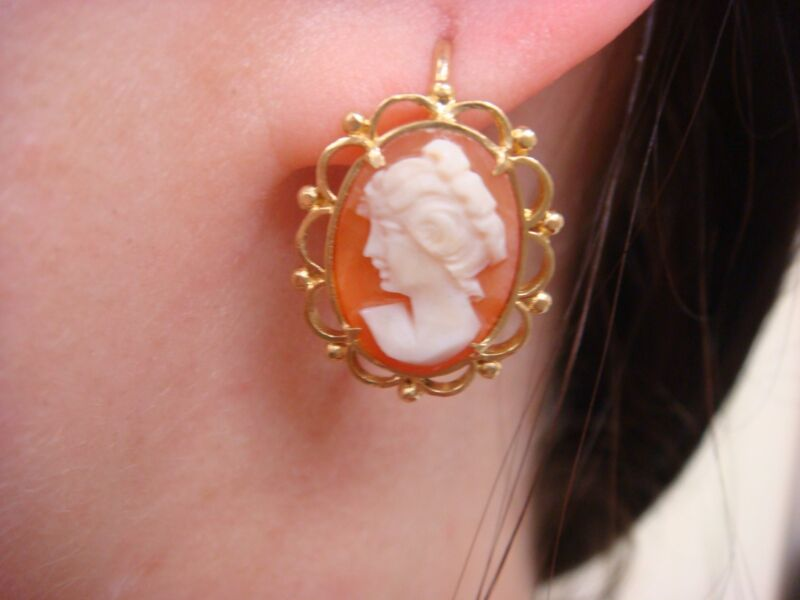 STUNNING, 18K YELLOW GOLD ANTIQUE CAMEO EARRINGS WITH SAFETY LOCKS 4.4 GRAMS