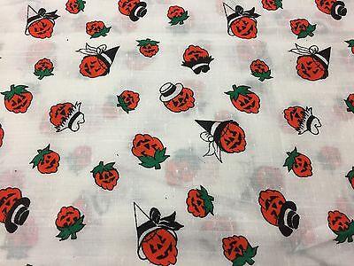 Jack White Halloween (Vtg Pumpkin Halloween Jack O Lantern Pumpkins Faces w/ Hats on White Fabric)