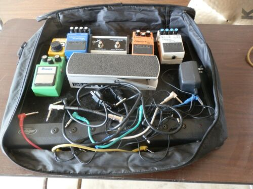 7 GUITAR PEDALS TOTAL @ SKB PEDAL TRAIN BOARD @ LOTS OF CABLES NICE SET UP