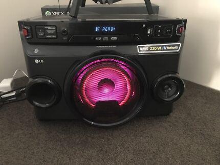 LG sound system - CD - Bluetooth - Radio