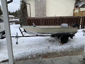 12 foot Aluminum fishing boat with trailer