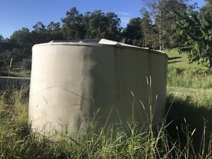 Large poly water tank good condition