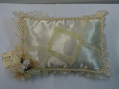 Cojin para alianzas de boda porta anillos con ribete y cordon beig