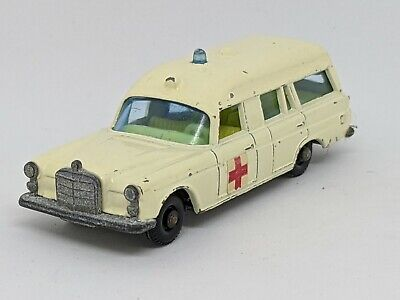 Matchbox Lesney   -   #3-C Mercedes Benz Ambulance