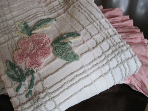 PAIR VINTAGE TWIN CHENILLE BEDSPREADS CABIN CRAFT NEEDLE TUFT WHITE PINK FLOWERS