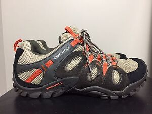 Merrell's women's size 9.5 shoes - like new