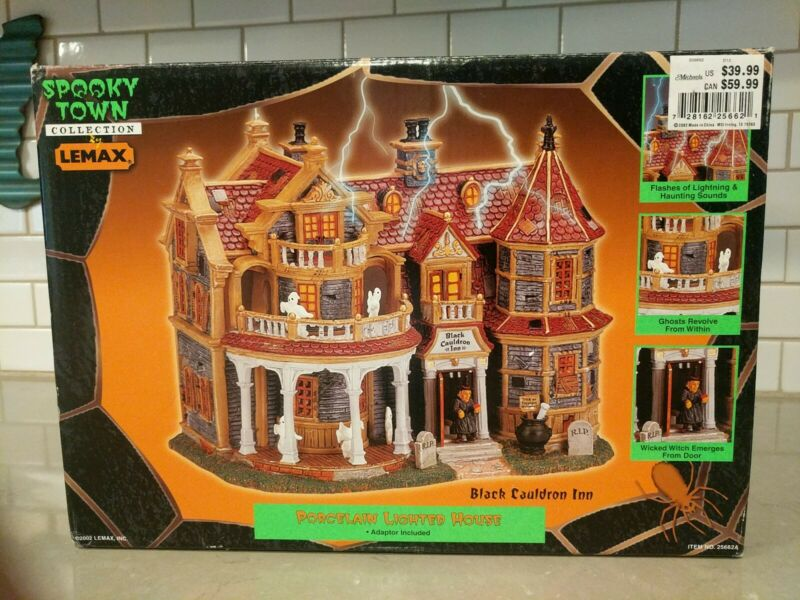 Lemax Spooky Town Collection Black Cauldron Inn Retired Porcelain Lighted House