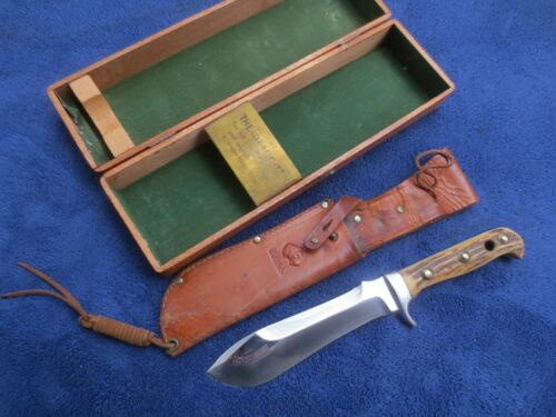 VINTAGE ORIGINAL PUMA WHITE HUNTER 1961 KNIFE SHEATH AND WOODEN BOX