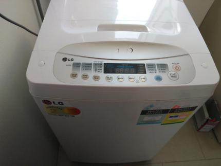 Washing machine and fridge/freezer