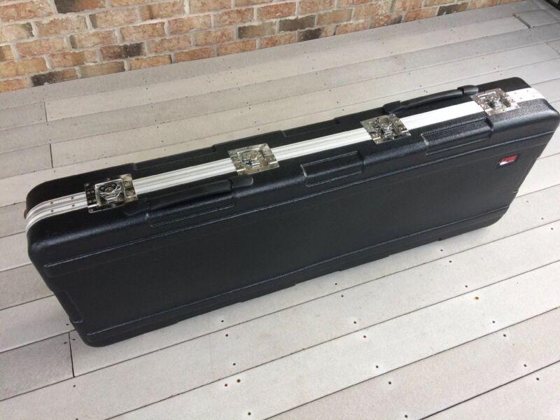 Hard Molded Gator Wheeled Keyboard Case 76-Note? (GK-276R)?