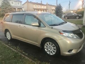 2011 Toyota Sienna LE AWD 7 places